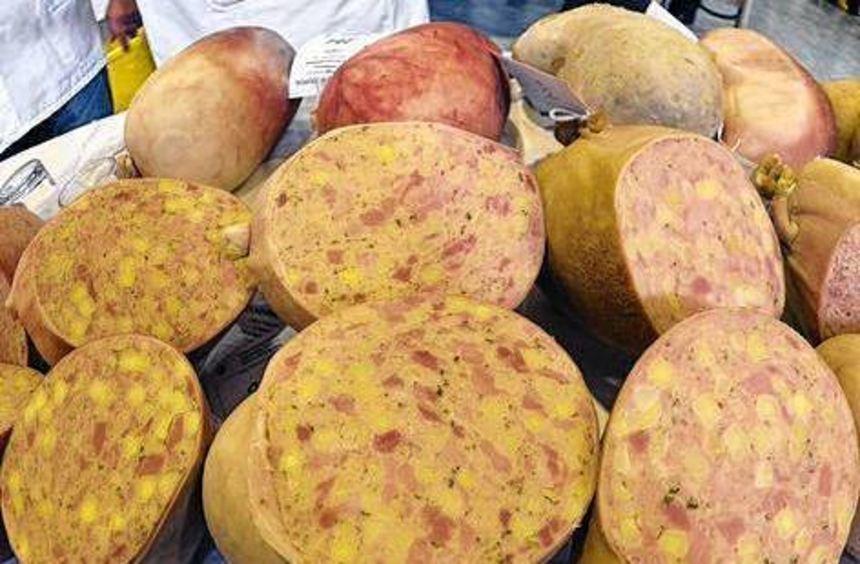 Pfälzer Saumagen ist eine beliebte Spezialität aus der Region.