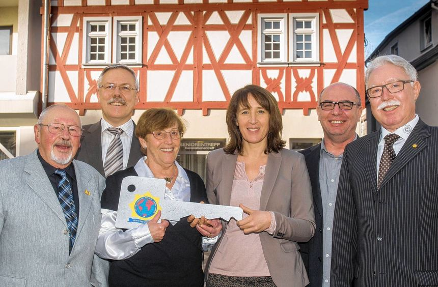Beim Neujahrsempfang der IPA-Sektion Bergstraße wurde symbolisch der Schlüssel für das IPA-Haus ...