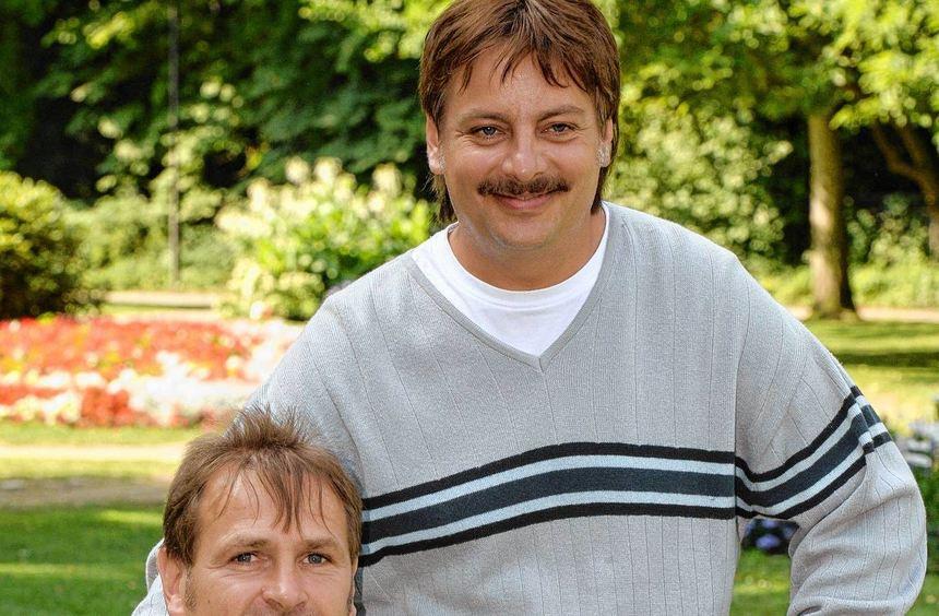 Harry Wörz (links) besuchte den Schauspieler Rüdiger Klink, der ihn darstellt, bei den Dreharbeiten ...