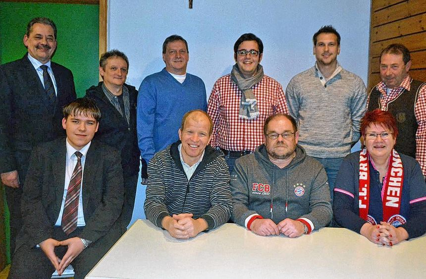 Die Vorstandsmannschaft des neu gegründeten FC-Bayern-München-Fanclubs Tauber-Welzbach.