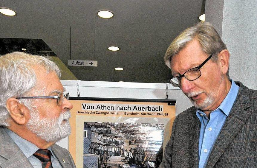 """Dr. Fritz Kilthau (links) und Heribert Pauly haben die Ausstellung """"Migration in Südhessen"""" des ..."""