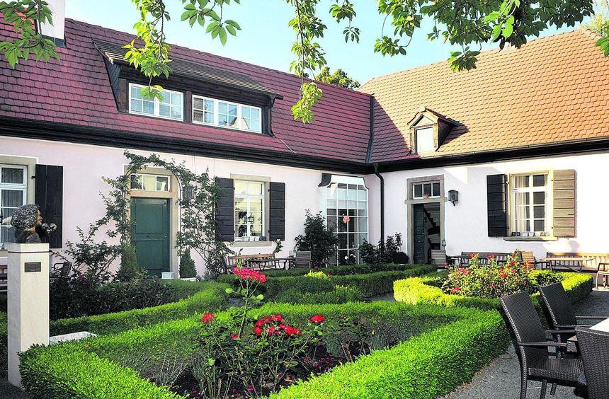 Zum Feuerbachhaus in Speyer gehört ein kleiner, feiner Garten. Der rechte Teil des Gebäudes ist der ...