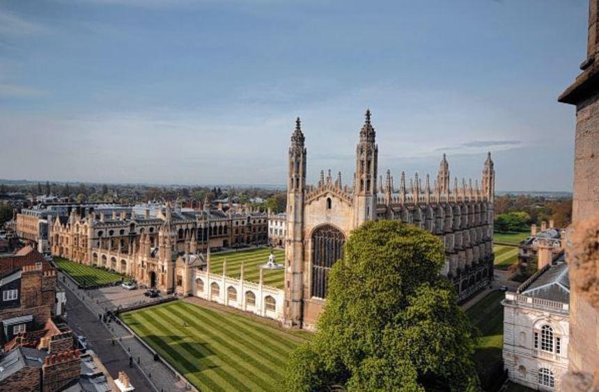 Sehenswerter Blick: Die Kapelle des King's College der Universität erhebt sich von der Great St ...