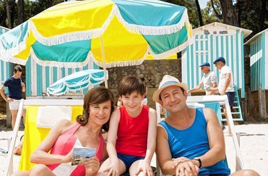 Alles schön gestreift: Der kleine Nick (Matheo Boisselier) macht Ferien mit den Eltern (Valérie ...