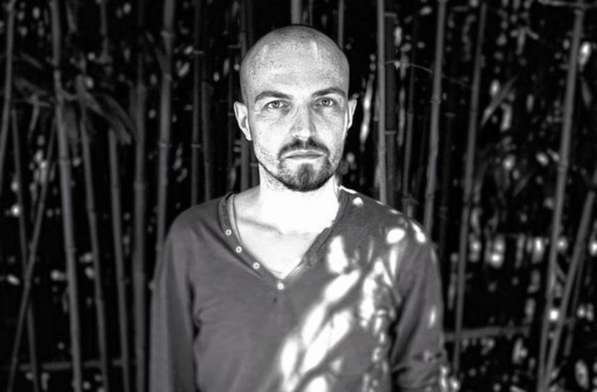 Nachdenkliche Texte, minimalistisch instrumentierte Songs: Michael Klimas setzt sich mit Meekesh ...