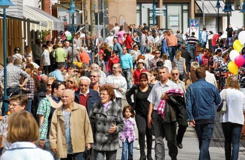 So sehen es die Einzelhändler gerne: Bei verkaufsoffenen Sonntagen ist die Innenstadt rappelvoll.