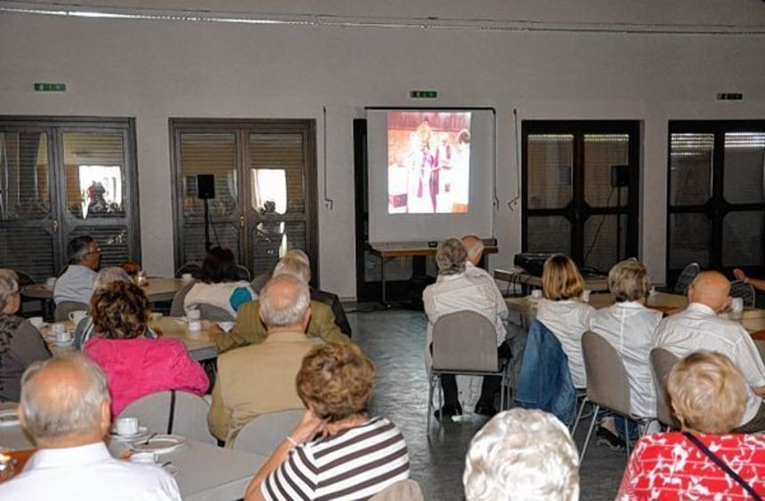 Ein Film rief den Gästen der Feier im St. Remigius-Haus den Bau der neuen Kirche vor 35 Jahren in ...
