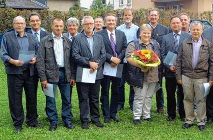 Langjährigen Ortschaftsräten wurde die Ehrennadel des Gemeindetags Baden-Württemberg durch ...