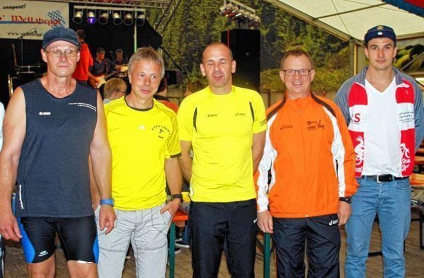 Diese Läufer haben die komplette Laufserie absolviert: (von links) Ralf Preis, Ralf Hermann, Armin ...
