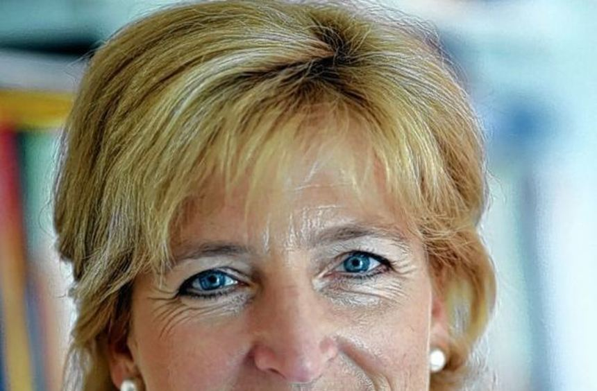 """Prof. Dr. Christiane Woopen referiert bei """"Rotary im Gespräch""""."""