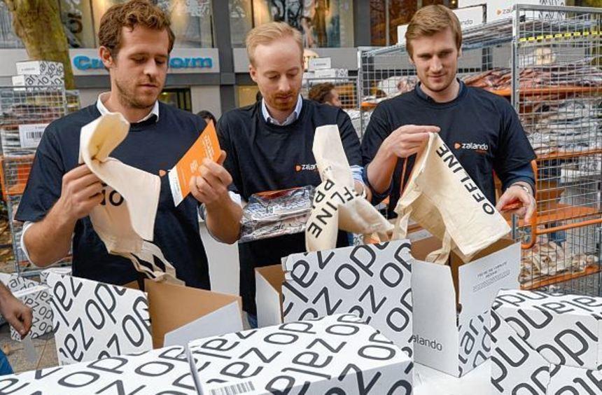 Die Zalando-Vorstandschefs an der Frankfurter Börse (von links): Robert Gentz, Rubin Ritter und ...