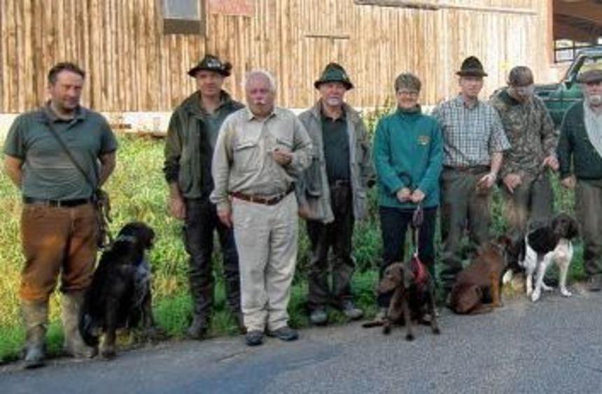Der jährlichen Brauchbarkeitsprüfung für Jagdhunde des Kreisjagdvereins stellten sich Hundeführer ...