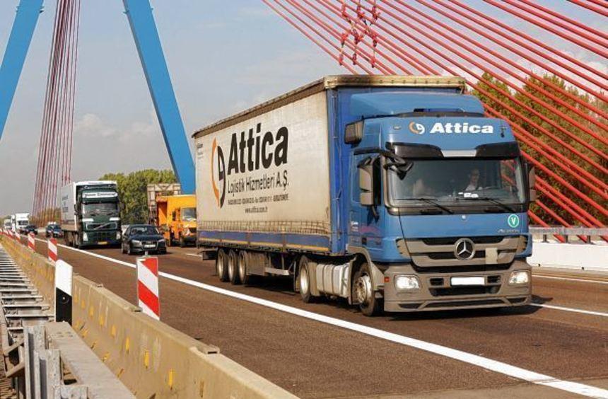 Ungewohntes Bild: Dass die Rheinbrücke zwischen Speyer und Hockenheim in beide Richtungen ...