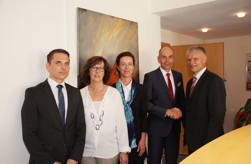 von links nach rechts: Sascha Klicks, Sabine Menge, Monika Blamberger, Holger Eichler (Leiter der ...