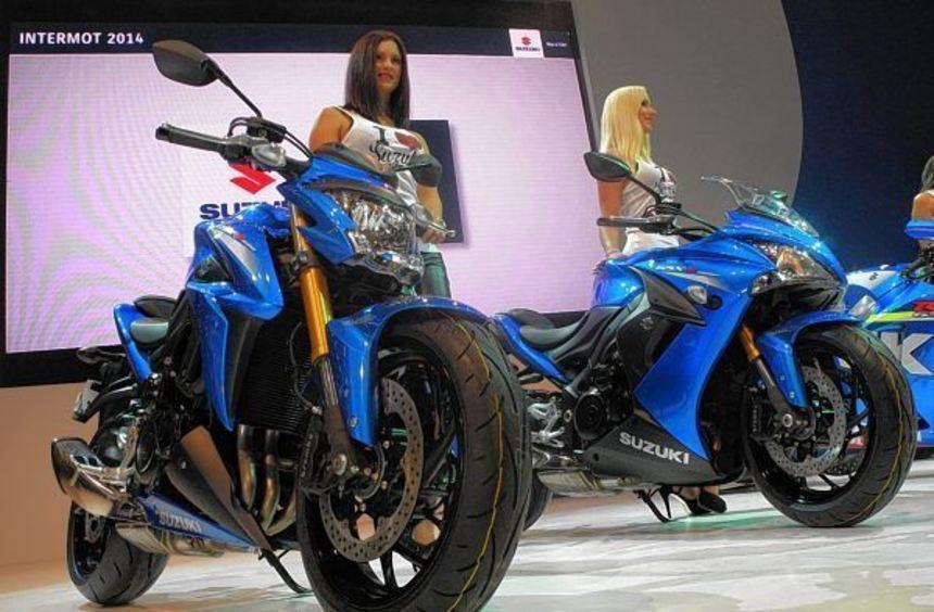 Suzukis neues Naked Bike GSX-S 1000 (links) hat 999 Kubikzentimetern Hubraum und ist als GSX-S 1000 ...