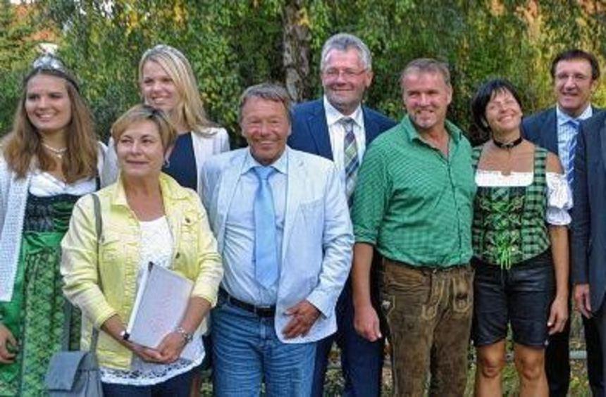 Bestens gelaunt: Unser Bild zeigt (von links) die Markelsheimer Weinkönigin Christin Wagner, ...