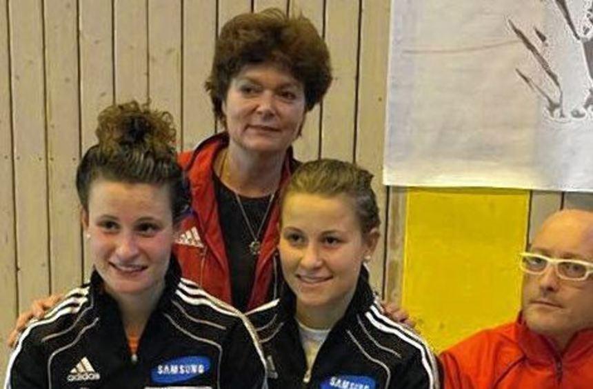 Auf dem Siegerpodest: Leandra und Greta Behr (von links) bewiesen zum Saisonauftakt in Jena ihre ...