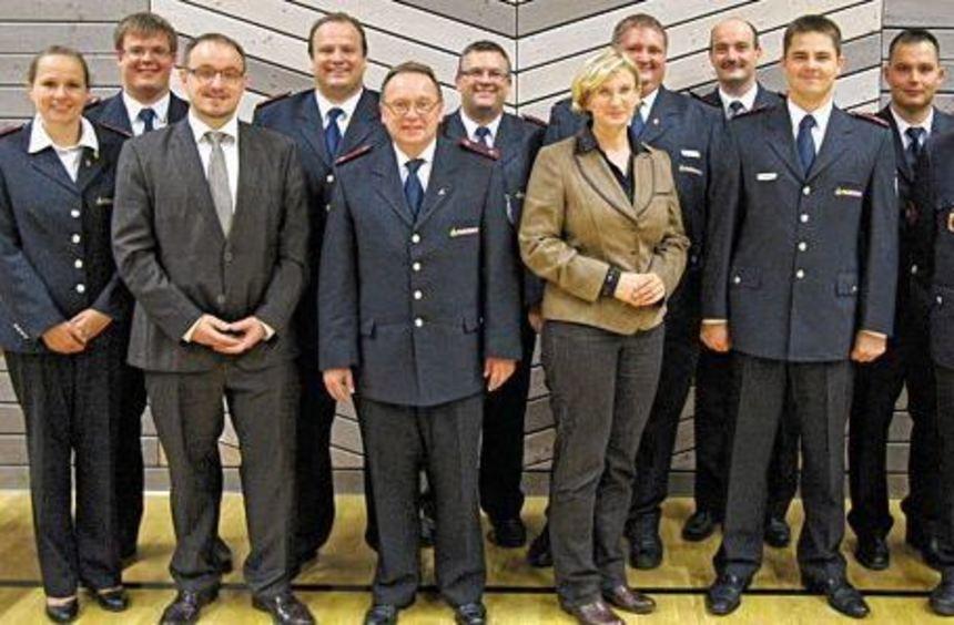 Die Geehrten und Ehrengäste der Versammlung des Kreisfeuerwehrverbands in Aglasterhausen.