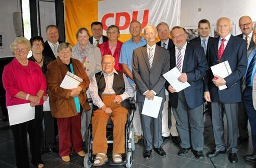 Bei der Feier zum Tag der Deutschen Einheit in der Kulturscheune ehrt der CDU-Stadtverband ...