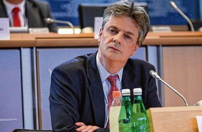 Für Pierre Moscovici (oben) und Jonathan Hill war die Anhörung im Europäischen Parlament sicher ...