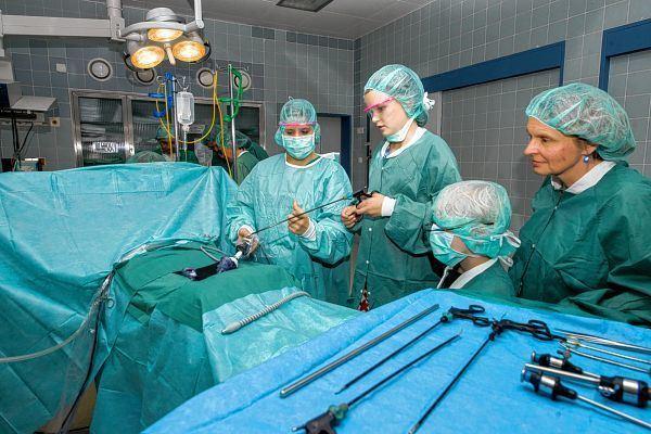 Kinder durften im Operationssaal ran - Bergsträßer Anzeiger ...