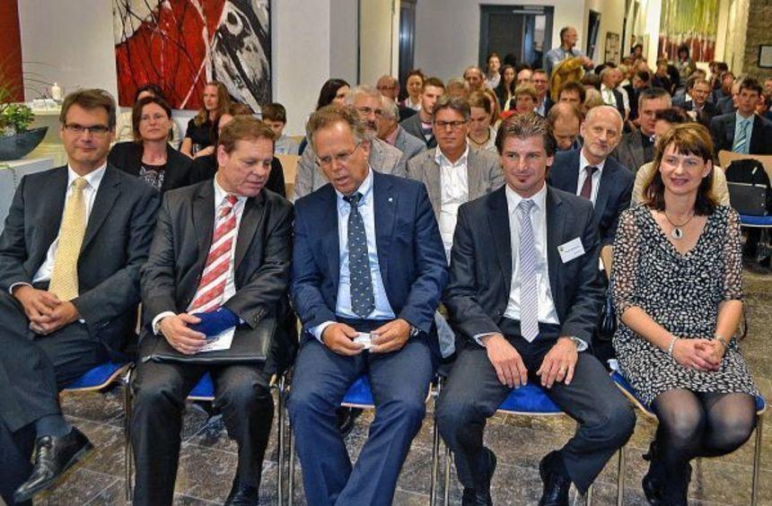 Zahlreiche Gäste wohnten der Feierstunde im neuen Igersheimer Rathaus bei. Unser Bild zeigt in der ...
