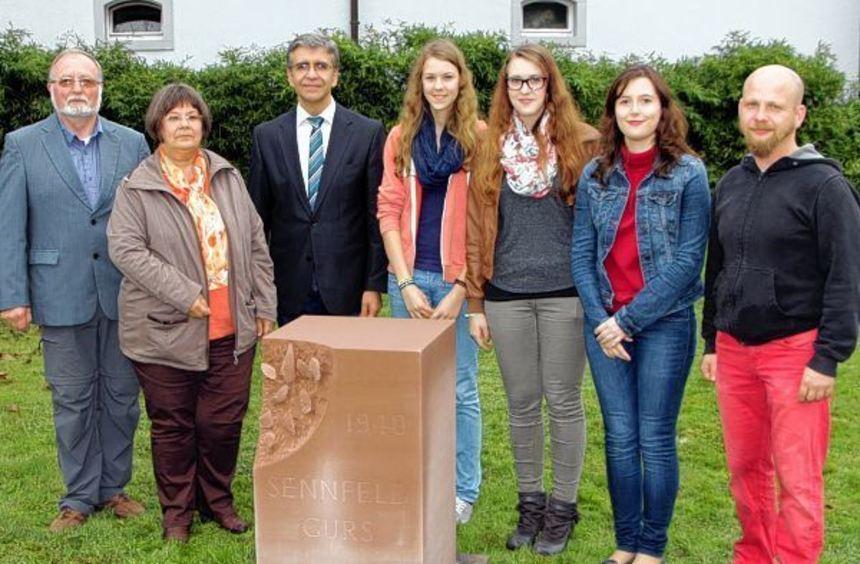 Ein Mahnmal, das an die Deportation von 21 Sennfelder Juden am 22. Oktober 1940 erinnert, wurde am ...