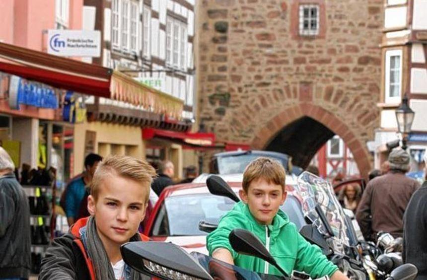 Zum Buchener Autosonntag kamen zahlreiche Besucher. Die Autohändler aus Buchen und Umgebung zeigten ...