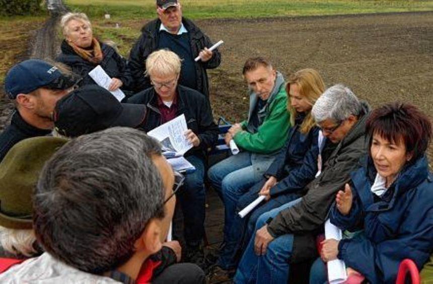 Bürgermeisterin Bärbel Schader (2.v.r.) zusammen mit den anderen Teilnehmern der ...
