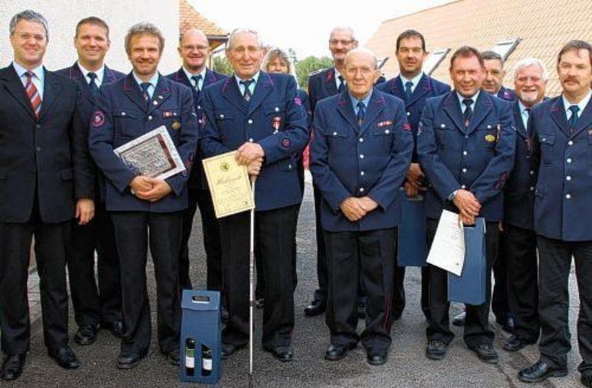 Langjährige und verdiente Mitglieder der Abteilungswehr Seckach wurden im Rahmen der ...