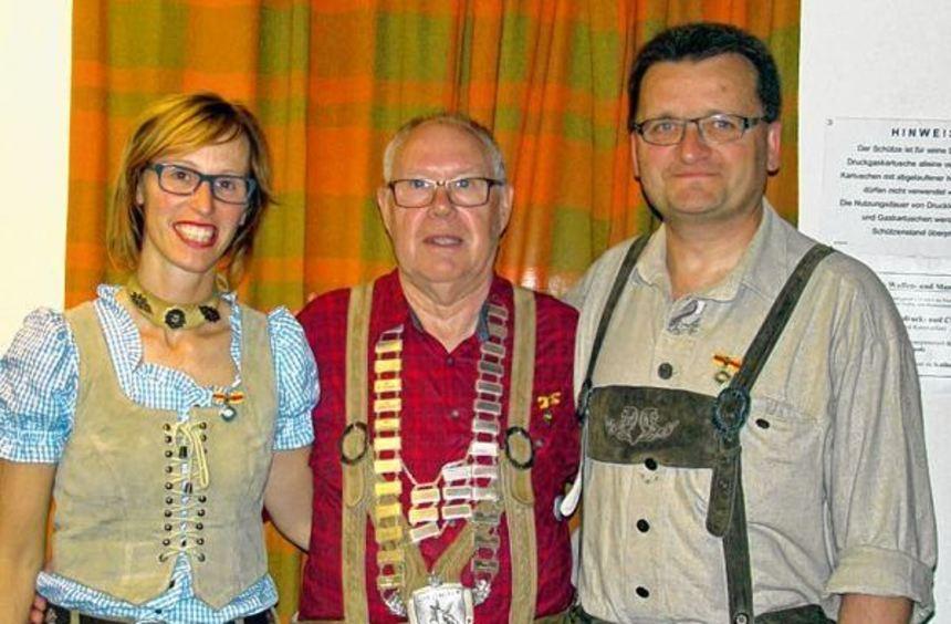 Der Schützenkönig wurde beim Schützenverein Tauberbischofsheim ermittelt. Unser Bild zeigt (von ...