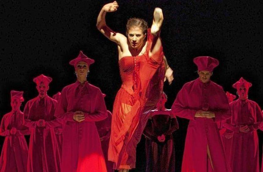 """Ein erstklassiges Gastspiel lieferte das Staatsballett Hannover mit """"Inferno - Eine Italo-Revue"""" im ..."""