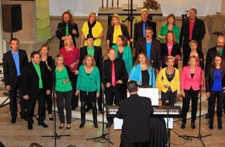 """Farbenfroh, bunt zusammengemischt - so präsentieren sich die Mitglieder des Chors """"Fine Art Music"""" ..."""