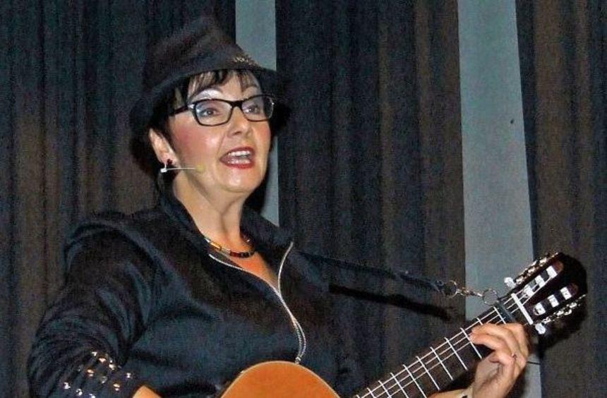 Heimspiel: Die Uissigheimerin Ulrike Walter bei ihrem Auftritt am Samstag in der Stahlberghalle.