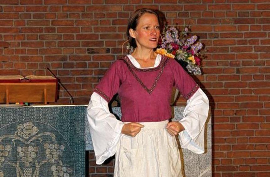 Liest Luther die Leviten: Miriam Küllmer-Vogt als Katharina von Bora.