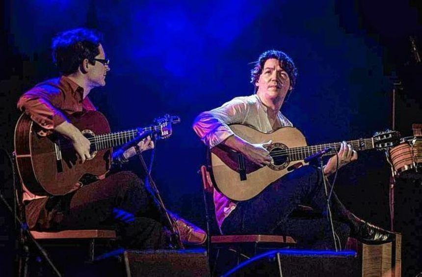 Zauberer an der Gitarre: Jan Pascal und Alexander Kilian.