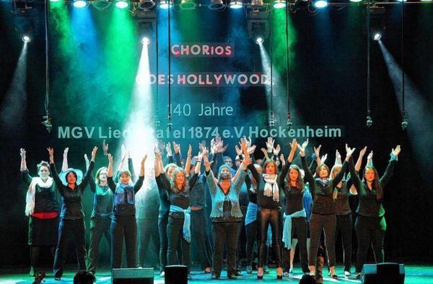 """Stellten sich in der Stadthalle einer echten Herausforderung: Die Sänger von """"CHORios"""" stimmten ..."""