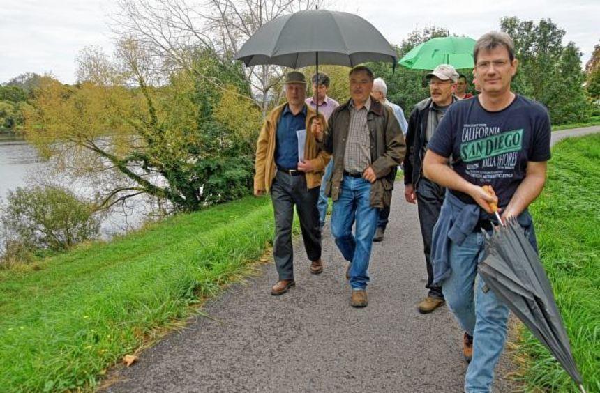 Eine Kommission inspizierte die Deiche zwischen Neckarhausen und Ilvesheim. Die Fachleute fanden ...