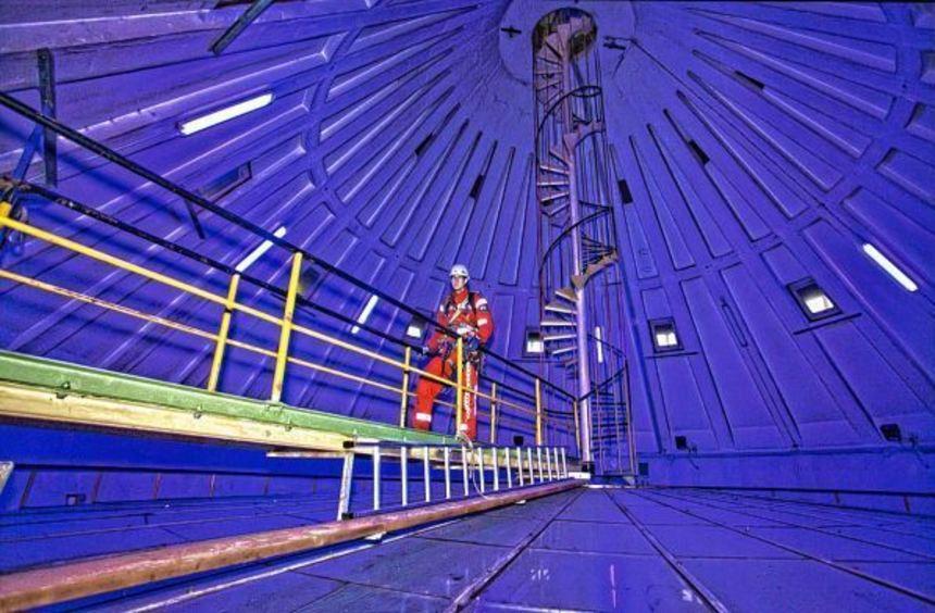 Beeindruckende Aufnahmen: Höhenretter oben im Wasserturm, das Feuerlöschboot auf dem Neckar oder ...