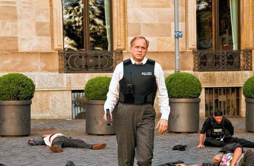 Über neun Millionen Zuschauer sahen, wie Ulrich Tukur als Felix Murot vor der Wiesbadener Spielbank ...
