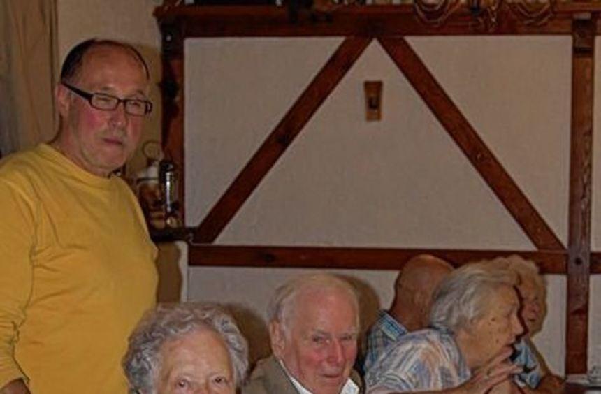Hubert Becker (links) mit einigen seiner Gäste.
