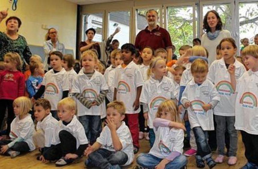 Der Arche-Noah-Kinderchor in einheitlichen Shirts: Sponsor Martin Silius hat diese Anschaffung ...