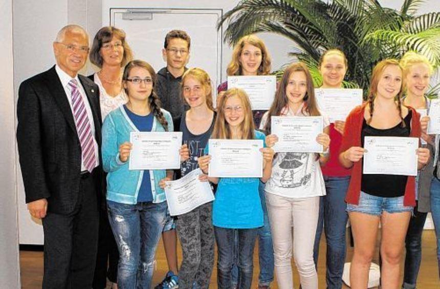 Für besondere Leistungen im Fach Französisch wurden am Starkenburg-Gymnasium jetzt zwölf sogenannte ...
