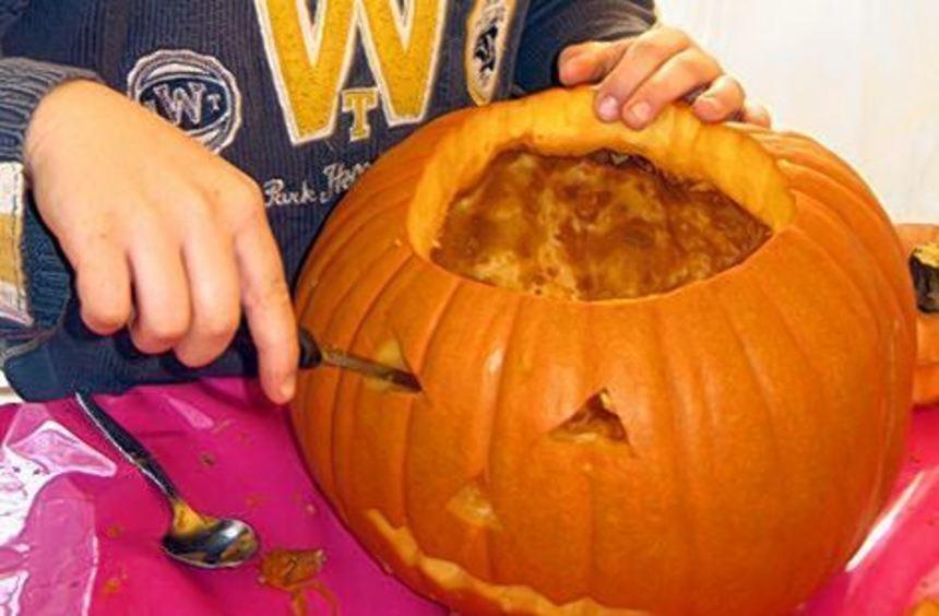 Viele Kinder freuen sich schon auf das Kürbisschnitzen am Samstag.