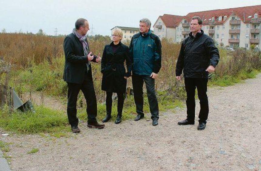 Mit der Bebauung des Gebiets Schmittsberg II soll auch der holprige Weg von der Pestalozzistraße in ...