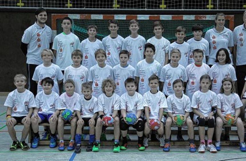 Früh übt sich: Die Camp-Teilnehmer lernten viel von den Trainern Vuletic (li.), Rybakov und Schulz ...