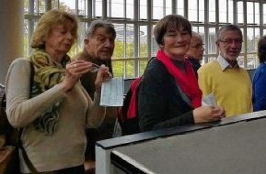 Auf den Fluren und im Plenarsaal des Europaparlaments hören die Besucher aus der Kurpfalz einen ...