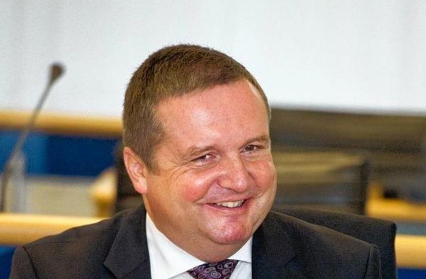 Einen Tag vor der Einstellung des Untreue-Verfahrens kreuzt Ex-Ministerpräsident Stefan Mappus mit ...