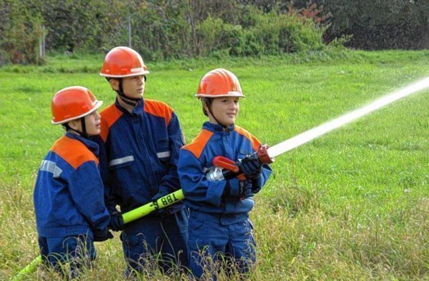 Die Jugendfeuerwehren aus dem Boxberger Stadtgebiet bekämpften einen Flächenbrand.
