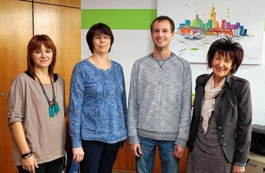 An neuer Stelle im Rathaus: Alexandra Götz (v.l.), Doris Götz und Andreas Zanger mit ihrer Chefin ...